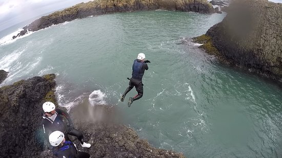 Coasteering Morning Trip in Ballintoy: Going for it