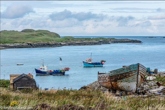 Orsay House: Fishing boats in Portnahaven Bay