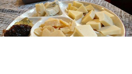 Enoteca Coldai: Taglieri di Formaggi e marmellate