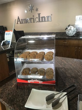 Wahpeton, ND: Cookies in the lobby in the afternoon