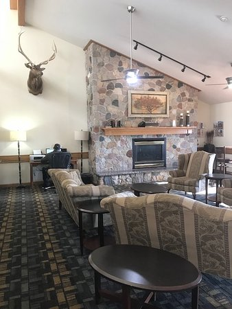 Wahpeton, ND: Lodge like lobby with a small business center for email and printing
