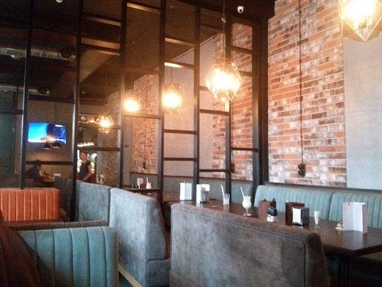 Kuhnya Gastro Pub: Интерьер зала