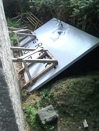 Bannockburn, UK: Old name-sign, etc, dumped in grounds.