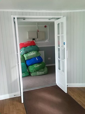 Bannockburn, UK: Laundry left in fire escape route.