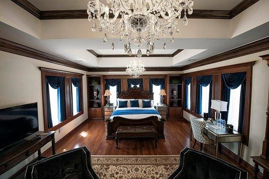 Guthrie, OK: Honeymoon Suite - 2nd Floor