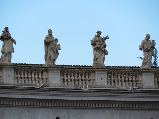 St. Peter's Square (Piazza San Pietro): Some of the statues