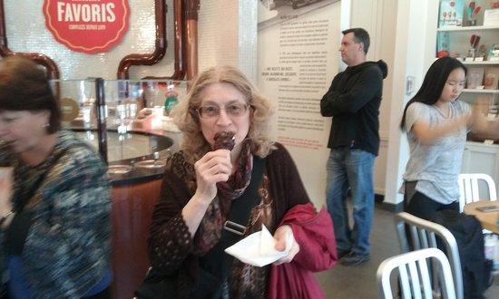 Vivre Quebec Immersions Culturelles: Immersion Montcalm - crème glacée dipped in chocolate at Chocolat Favoris