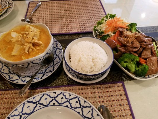 San Dimas, CA: Left Yellow Curry chicken, rice, Beef and vegetables.(pass)