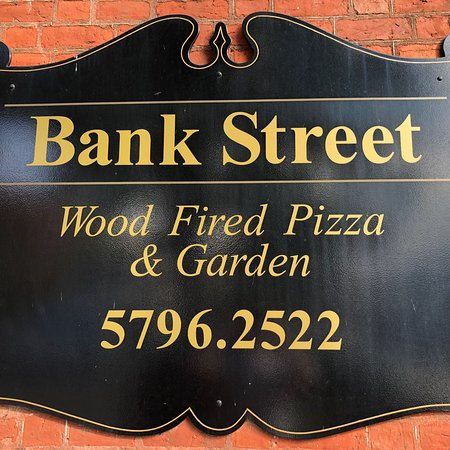 Bank Street Wood Fired Pizza and Gardens: photo3.jpg