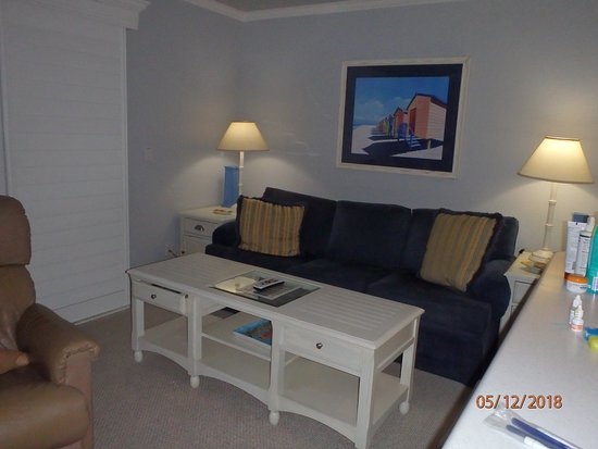 أوشن ريتش كوندومينيامز: Sitting area of living room
