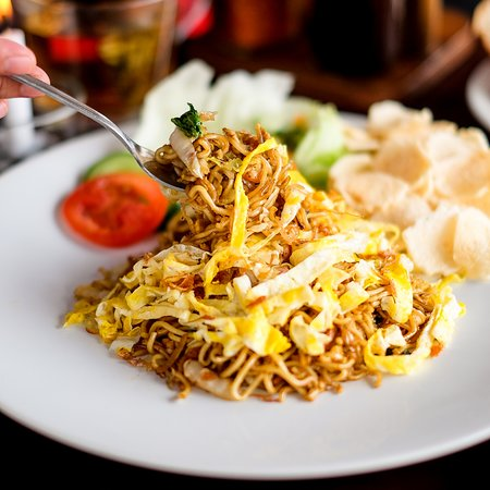 Hog Wild with Chef Bruno Serpong: mie goreng vegetable