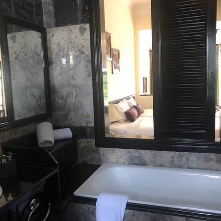 Hoi An Trails Resort: Wonderful hotel. Comfortable rooms. Our room had a small seating area and a balcony overlooking