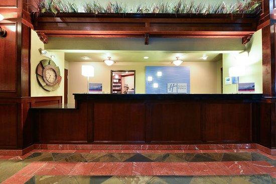 Gladstone, OR: Lobby