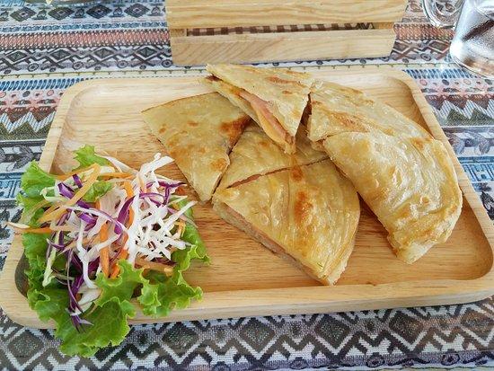 The Naiyang Cafe: Ham and Cheese Roti for Breakfast