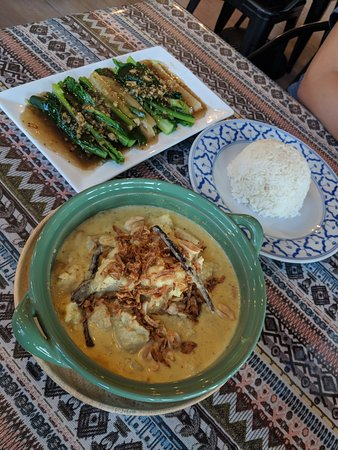 The Naiyang Cafe: Chicken Massaman Curry and Chinese Kale with Oyster Sauce
