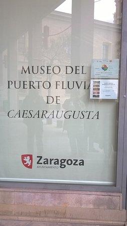 Museo del Puerto Romano: Puerta del Museo del Puerto de Zaragoza.