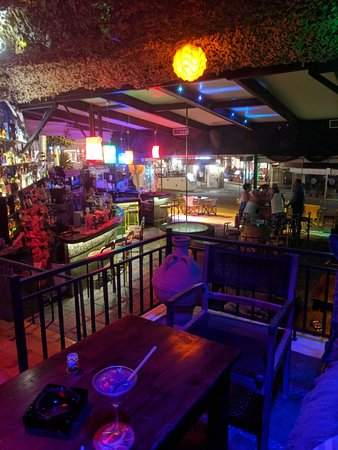 Pefkos, Yunani: The Rock Bar