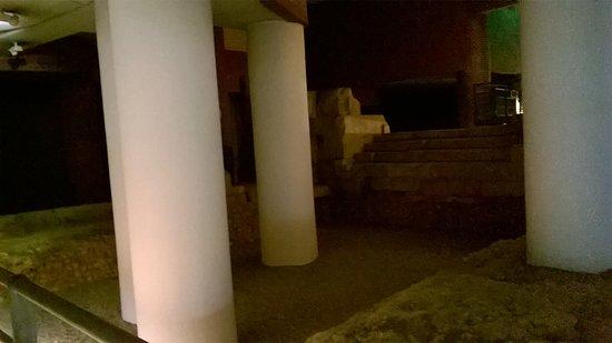 Museo del Puerto Romano: Lecho del antiguo puerto.