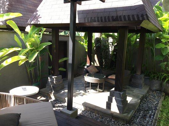 Conrad Bali: Villa backyard