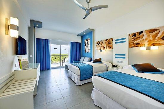 Hotel Riu Dunamar: Las habitaciones son coloridas, con terraza amplia y muy buena ventilación.