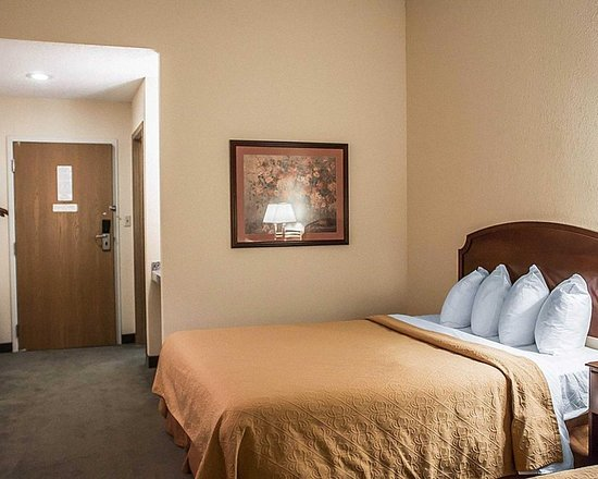 Bellville, OH: Guest room
