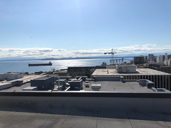 Mediterranean Inn: view from the rooftop