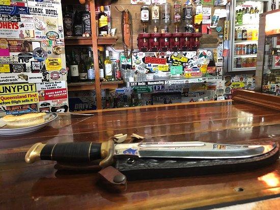 McKinlay, Austrália: That's not a knife ...