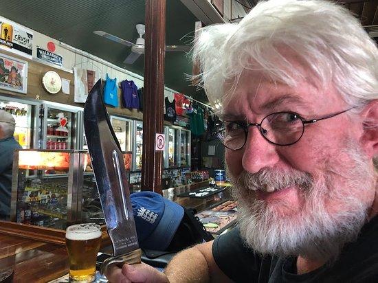 McKinlay, Austrália: ... this is a knife