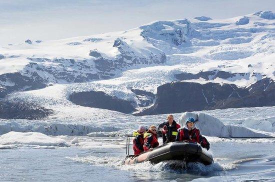 Boat tour on Iceberg Lagoon