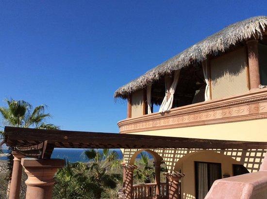 Villa del Faro: Looking up at open air Bali Room