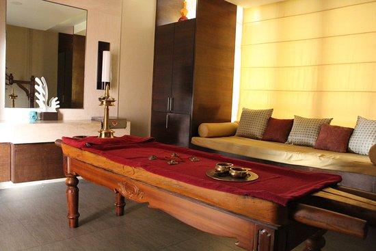 The Spa at Hyatt Hyderabad: Ayurvedic Abhyanga Treatment Room