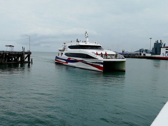 Lomprayah High Speed Catamaran: Ankunft Nathon Pier / Samui