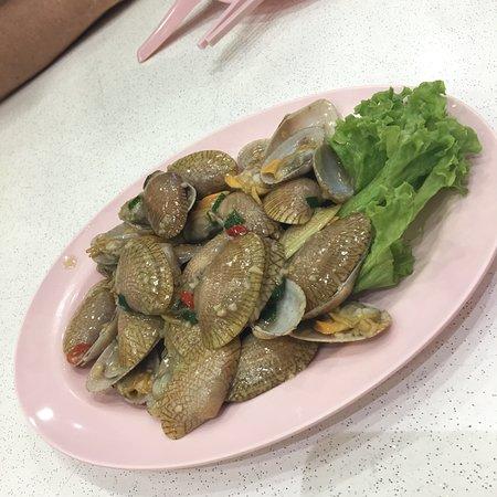 JB Ah Meng Restaurant: Garlic clams