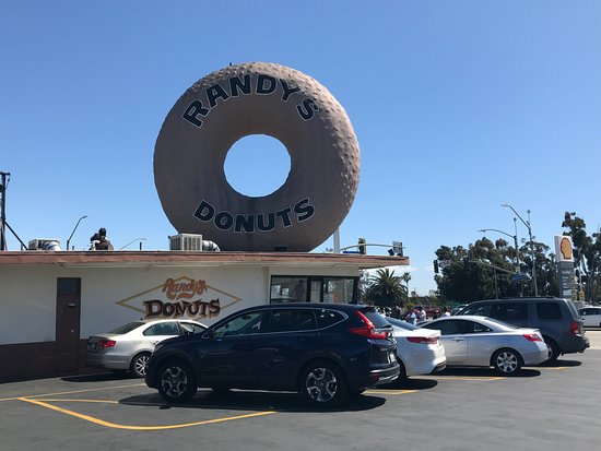 Randy's Donuts: Building