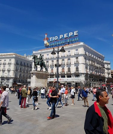Puerta del Sol: Great area of Madrid