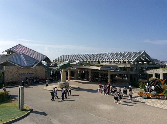 Okinawa Churaumi Aquarium: Entrance to Aquarium from the Central Park Entrance.