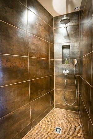 La Cour Pavee: La salle de bain de la suite Phély