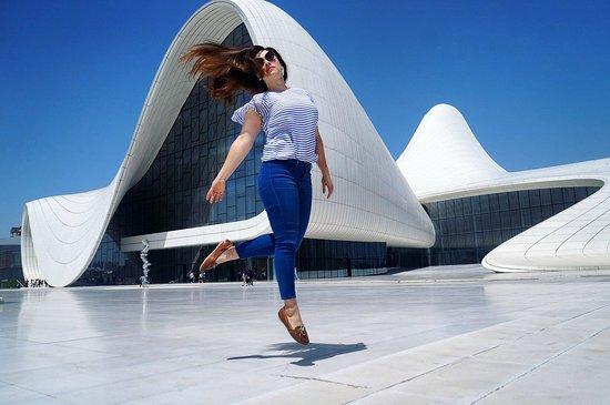 Heydar Aliyev Cultural Center: футуристичный вид - полет для фонтазии