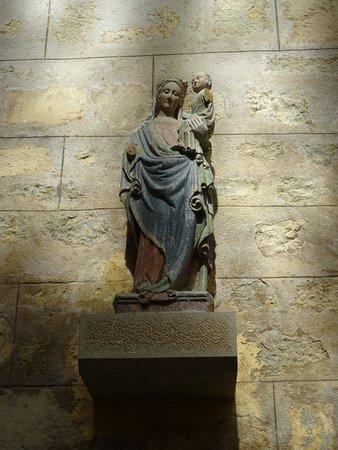 Prieuré de Saint-Thibault-en-Auxois: La Vierge à l'enfant