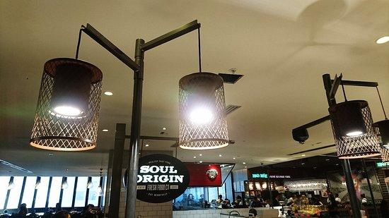 Soul Origin: 沙律咖啡速食店環境