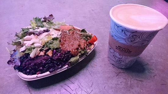 Soul Origin: 沙律咖啡速食店九點九澳元三款沙律:捲心菜、韓式牛肉和雞肉凱撒沙律