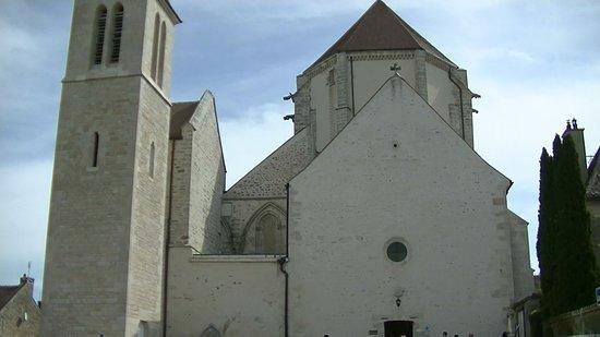 Vitteaux, France: Façade de l'église