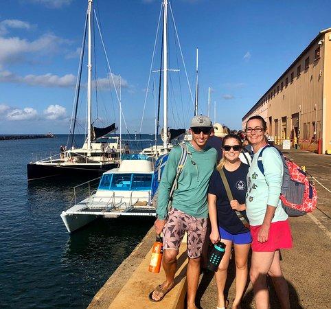 Tour por la mañana de 5 horas en la costa de Na Pali: First boat in the picture