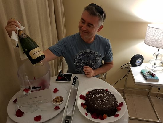 Atlanticview Cape Town Boutique Hotel: Birthday cake & champagne