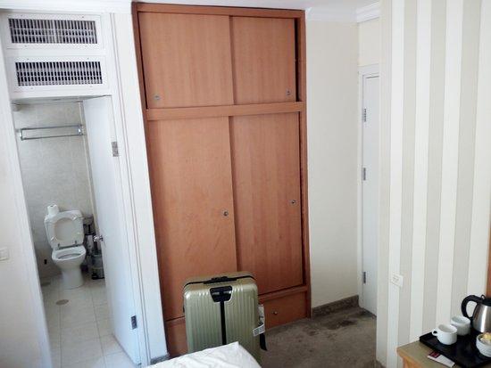 Armon Hayarkon: La mia valigia che non entrava aperta in camera