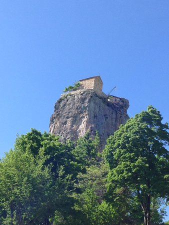 Imereti Region, Georgië: Amazing Katskhi Pillar, Mziuri travel will take you there