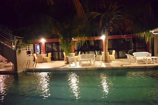 Djibson Hotels: La piscine la nuit