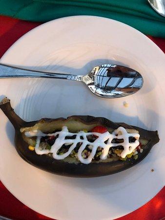 Aydinbey King's Palace & Spa: Desert vom Grill. Leckere Banane gefüllt mit Obstsalat und süßen Saucen
