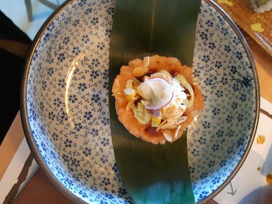 Sushi Kaiten: Cirashi di salmone con philadelphia, pistacchio e ravanello