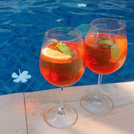 Leonardo Davinci: Orange aperol spritz.